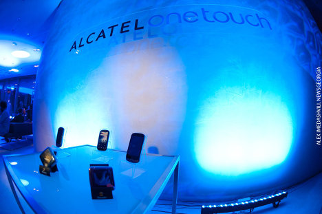 премьера Alcatel One Touch 818