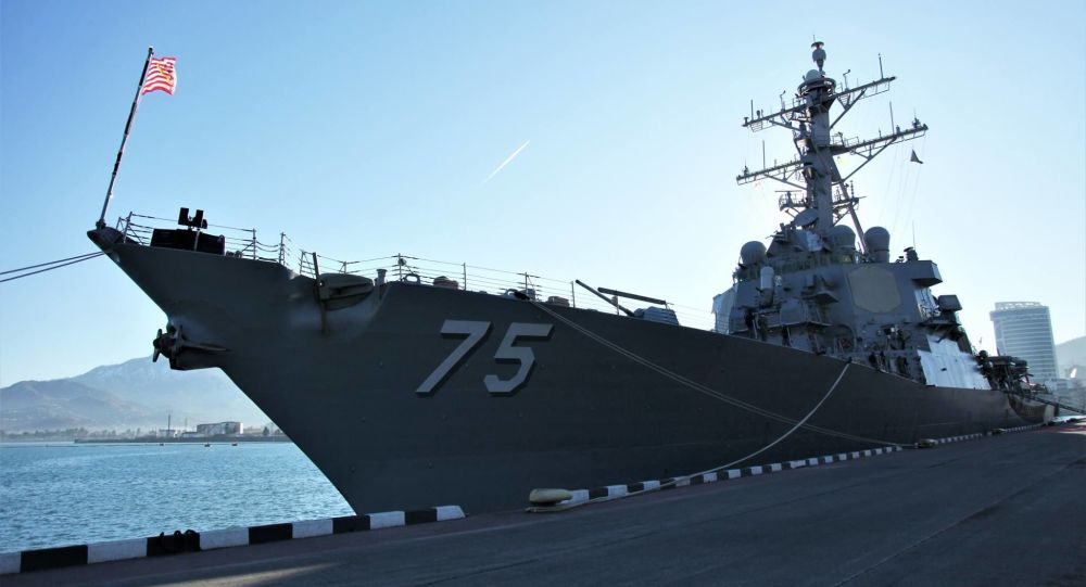 Эсминец Donald Cook DDG-75 ВМС США в порту Батуми
